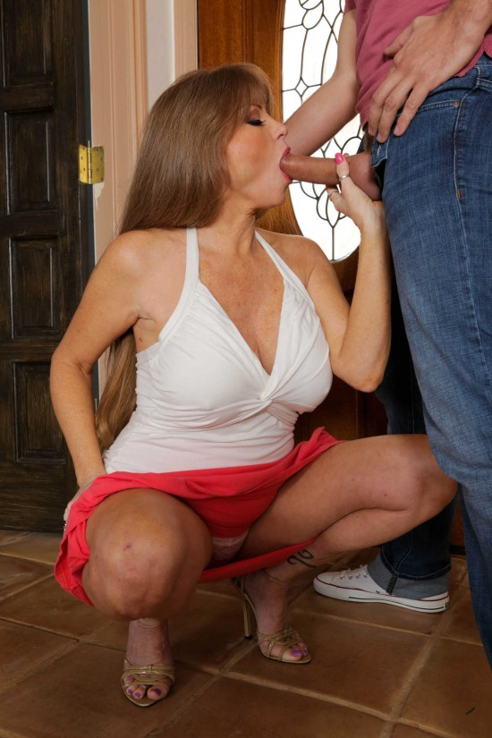 MilfsLikeItBig/Brazzers - Darla Crane - Too Much Dick For Her Daughter (FullHD/2.16GB)