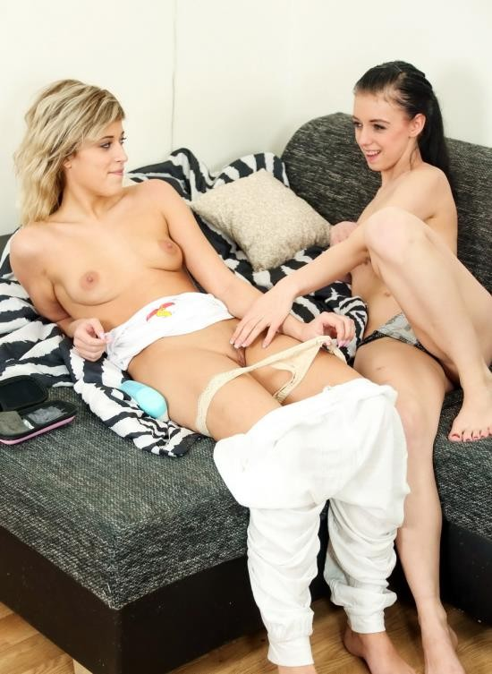 ClubSevenTeen - Ria Sunn, Anny - Anny And Ria Using Moms Toy (FullHD/1.56 GB)