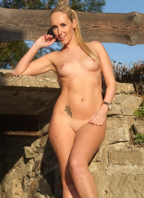 ClubSevenTeen - Jenny Simons - Blonde Babe Masturbating In The Sun (FullHD/505 MB)
