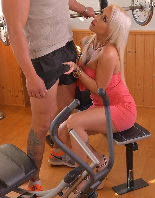 OnlyBlowJob/DDFNetwork - Christina Shine - Dont Be Mad - Gym Instructor Receives Blowjob By Blonde Milf (FullHD/1.03 GiB)
