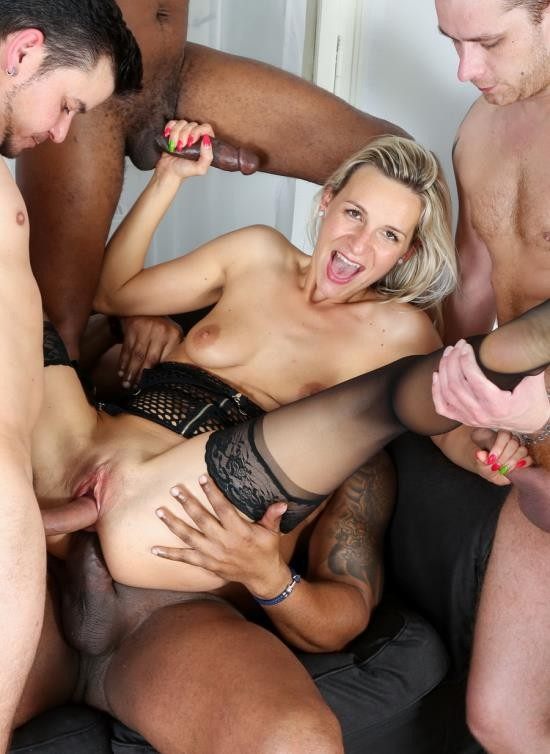 LegalPorno - Bianca Ferrero - Intense Interracial Hardcore 5Some IV006 (HD/2.06 GB)