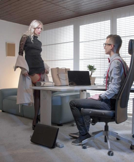 Babes - Karol Lilien - Employee Of The Month (HD/727 MiB)