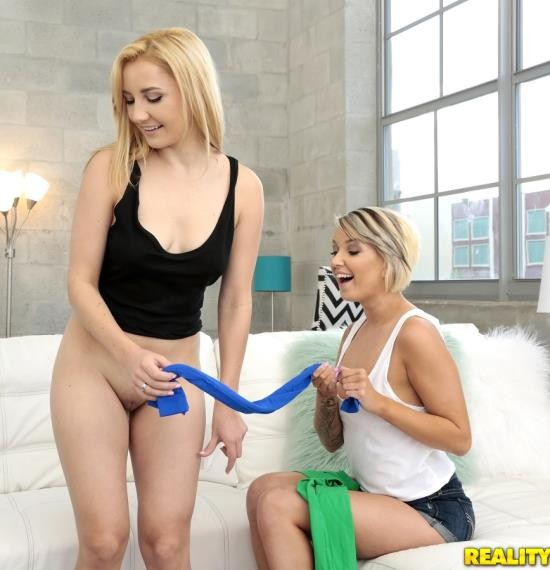 WeLiveTogether/RealityKings - Rosyln Belle, Pressley Carter - Like My Tights (HD/1.18 GiB)