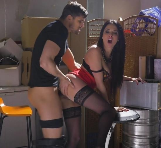Babes - Anissa Kate - Trouble On Tap Part 1 (FullHD/1.32 GiB)
