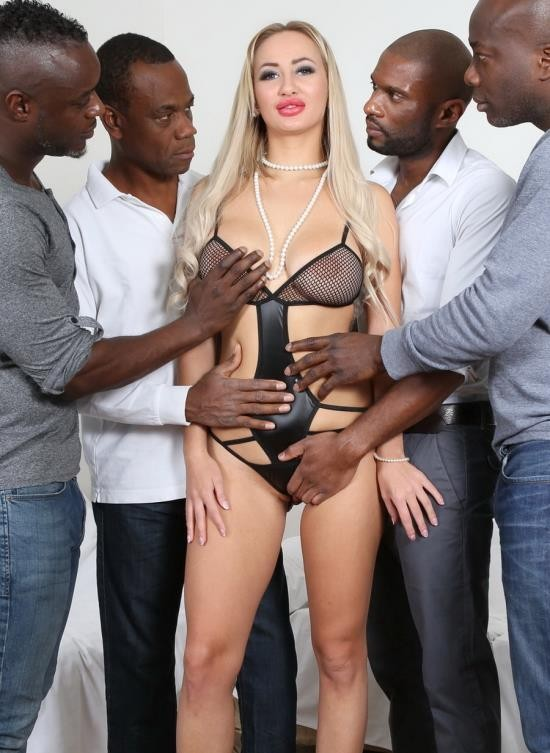 LegalPorno - Lara Onyx - This Russian Whore Definitely Needs More Men To Fill Her IV035 (HD/1.92 GB)