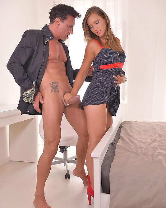 HandsonHardcore/DDFNetwork - Naomi Bennet - Plenty Of Time To Fuck: Brunette in High Heels Banged On Bed (FullHD/1.04 GiB)