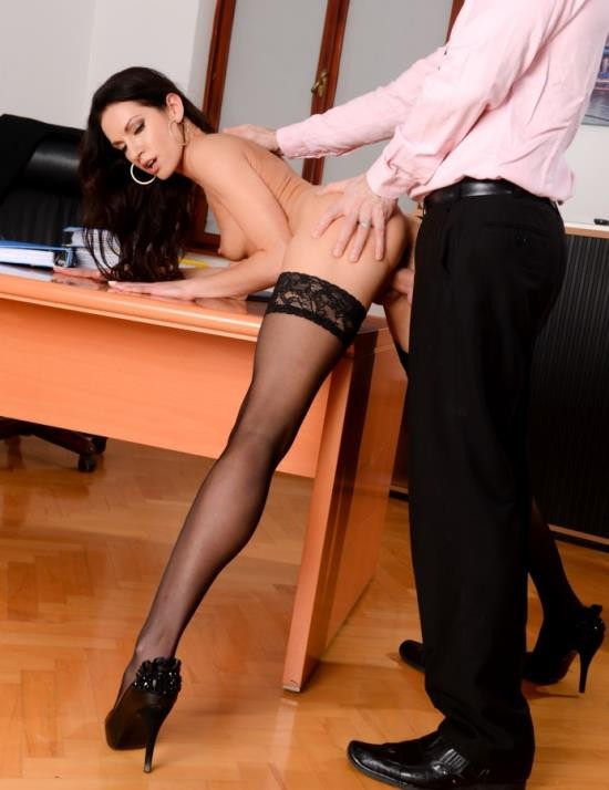 PixAndVideo/21Sextury - Linda Moretti - Business Affairs (HD/735 MiB)