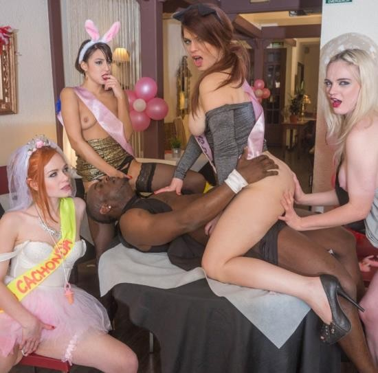 Private - Carly Rae, Ella Hughes, Lucia Love, Suzy Rainbow - Orgy in the Restaurant (HD/916 MiB)