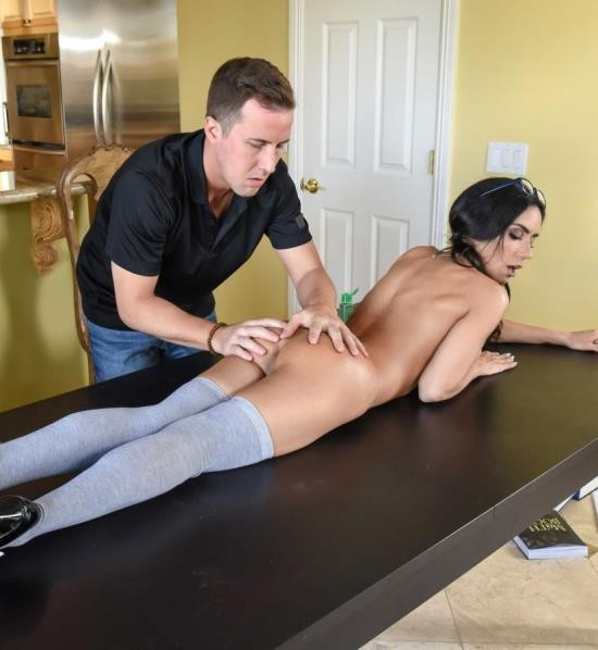 DirtyMasseur/BraZZers - Tia Cyrus - No Distractions (FullHD/2.70 GiB)
