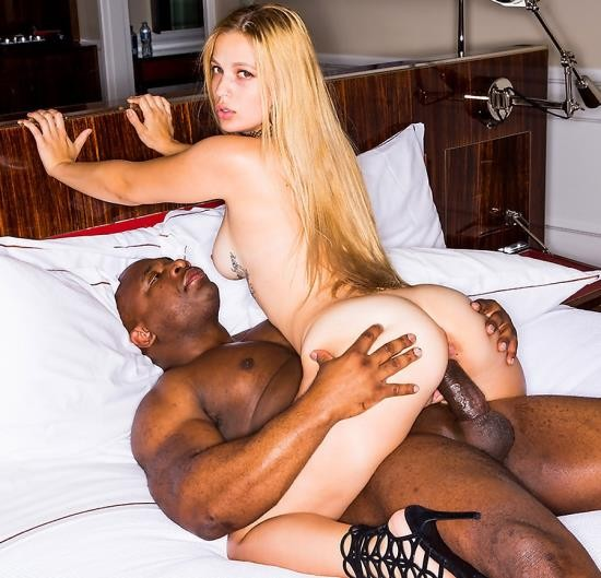 BlackedRaw - Sloan Harper - Big Booty Blonde Wife and BBC (HD/1.95 GiB)