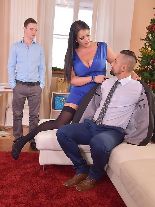 DDFBusty/DDFNetwork - Anissa Jolie - Threesome on XXXmas Day (FullHD/2.18 GiB)