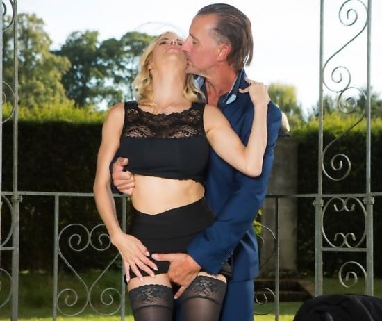 DorcelClub - Alexis Fawx - A Widow To Comfort (HD/307 MiB)