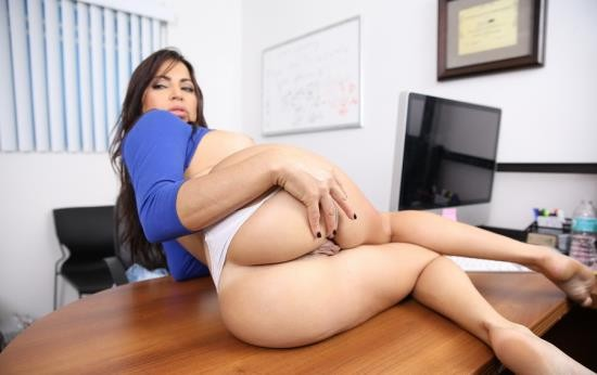 BangBros - Julianna Vega - Amateur Latina Milf Wants To be a Porn Star (HD/720p/616 MB)