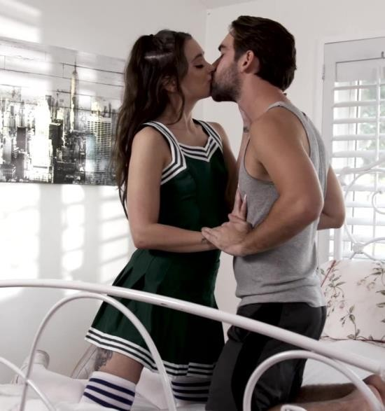 ThirdMovies/Ztod - Gia Paige - Brunette Hottie Gia Paige Sucks Cock And Gets Fucked (HD/661 MiB)