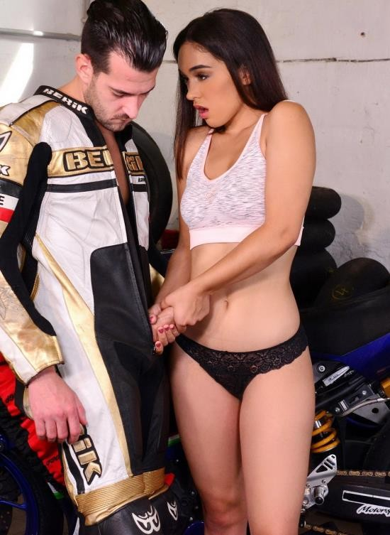 LegalPorno - Ginebra Belluci - Biker Cant Wait To Fuck Latina Ginebra Belluccis Tight Wet Pussy GP647 (UltraHD/10.9 GB)