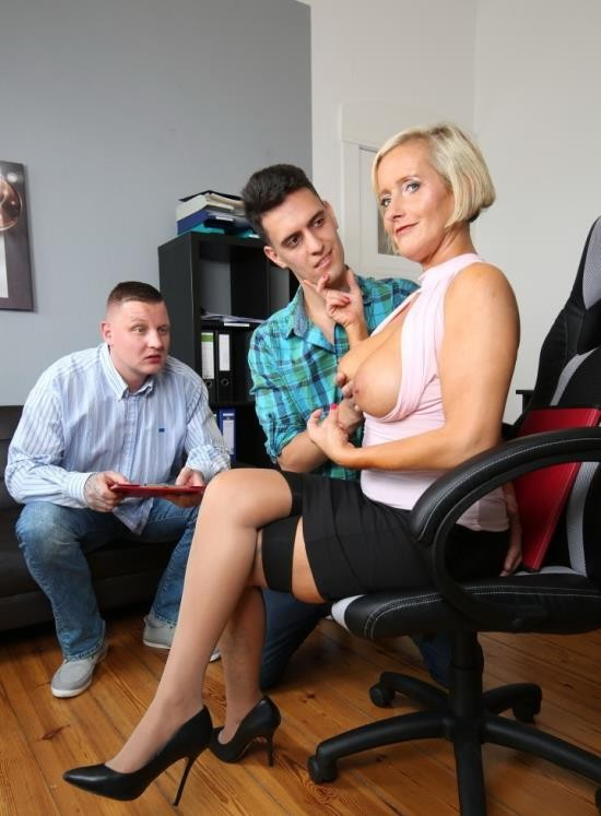 PornDoePremium - Leni - German blonde big-titted MILF boss fucks two guys at the office (FullHD/1080p/1.94 GB)