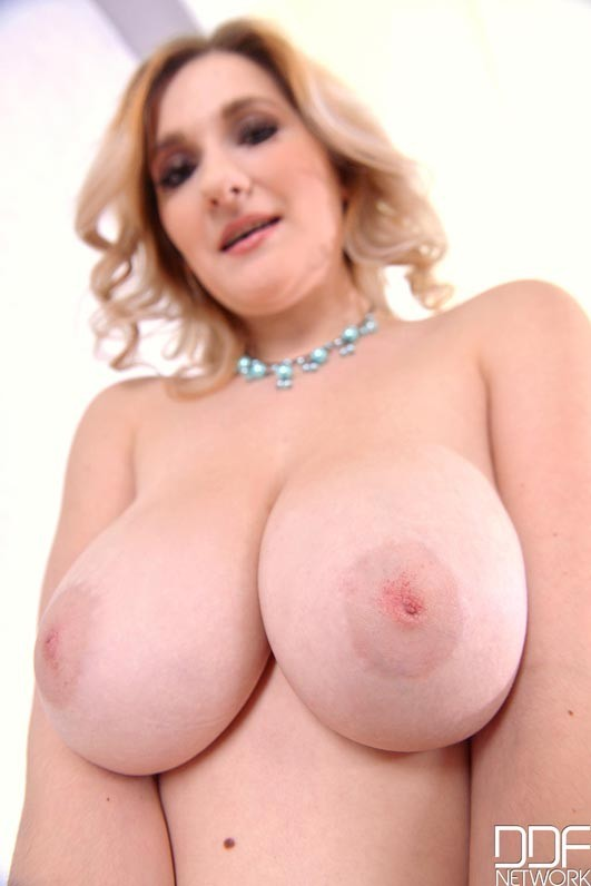 DDFBusty/DDFNetwork - Auddi - Beautiful Pastel - Sexy Blonde With Big Natural Tits Enjoys Dildo (FullHD/1080p/1.18 GB)