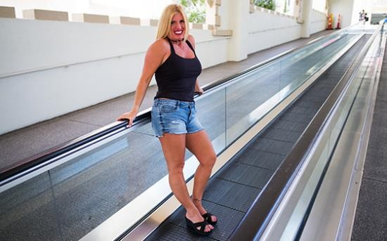 Mompov - Karie - Thick blonde horny swinger MILF (HD/720p/2.16 GB)
