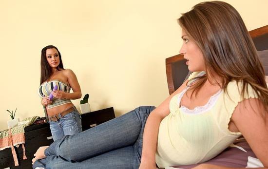 HotAndMean/Brazzers - Tori Black, Lisa Ann - Naughty Lesbian Daughter (HD/720p/1.53 GB)