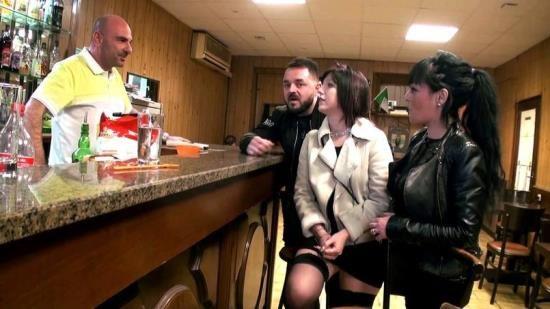 JacquieEtMichelTV/Indecentes-Voisines - Perle - Perle, gang-bang dans un bar a Marseille! (FullHD/1080p/1.72 GB)
