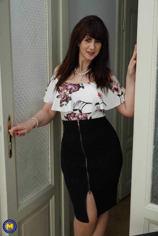 Mature.nl/Mature.eu - Toni Lace (EU) (52) - British horny housewife goes interracial (FullHD/1080p/1.68 ГБ   |  Зарегистрирован: 21 июл 2018, 14:37)