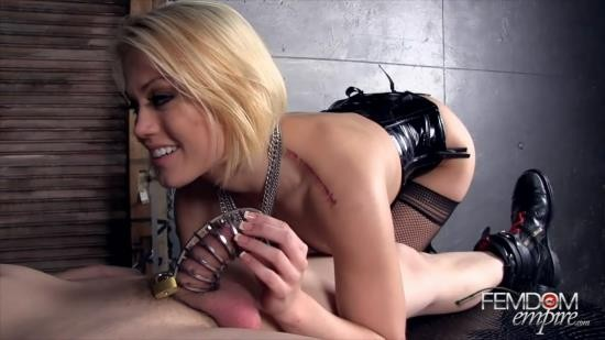 FemdomEmpire - Ash Hollywood - Domina poses as the wife of Freddy Krueger (HD/720p/260 MB)
