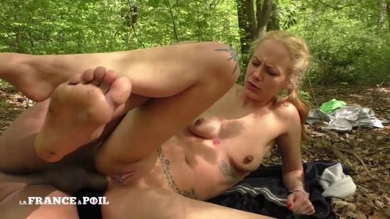 LaFRANCEaPoil - Swany - Swany et son chEri baisent n'importe oU, n'importe quand (HD/720p/1.08 GB)