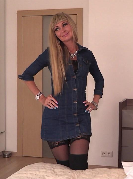 Xes.pl/Podrywacze.pl - Monika De - Numerek z ciocia (FullHD/1080p/1.02 GB)