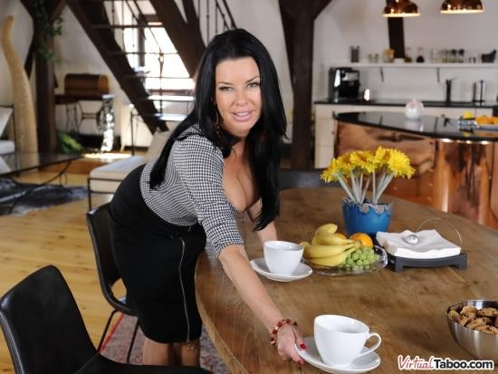 VirtualTaboo - Veronica Avluv - Tea And Squirt Time With Mom (UltraHD 2K/1440p/5.24 GB)