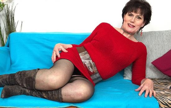Mature.nl/Mature.eu - Ryanne (60) - horny housewife doing her toyboy (FullHD/1080p/1.73 GB)