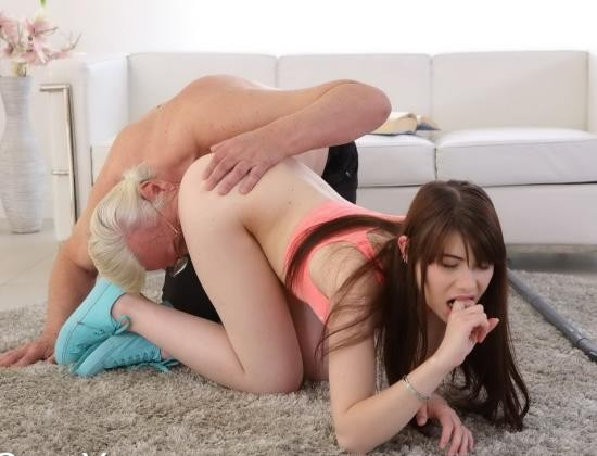 OldGoesYoung - Luna Rival - Teen girl Luna Rival gets fucked by old geezer (HD/720p/858 MB)
