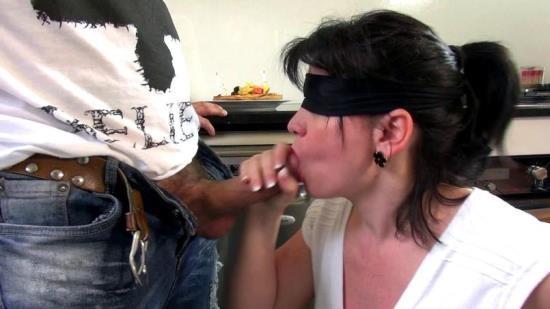 JacquieEtMichelTV/Indecentes-Voisines - Clarisse - Une grosse bougie pour Clarisse! (FullHD/1080p/2.81 GB)