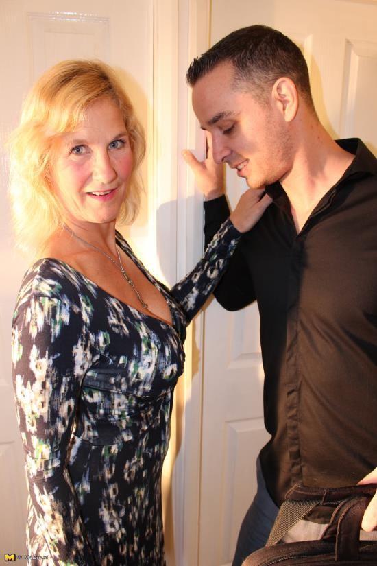 Love-Moms/Mature.nl - Molly V. (EU) (51) - mat amy004 (HD/720p/1.36 GB)