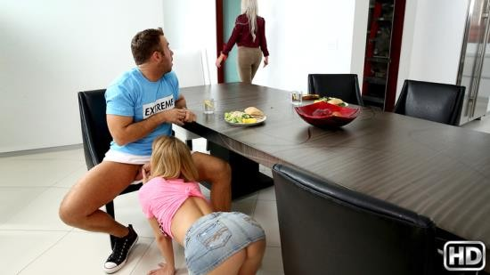 SneakySex/RealityKings - Dillion Harper - Show Me Yours (FullHD/1080p/2.69 GB)