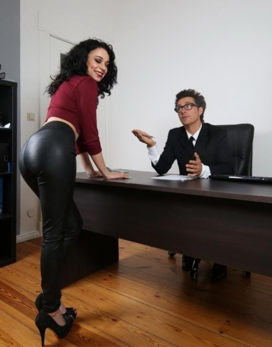 BumsBuero/PornDoePremium - Khadisha Latina - Gorgeous black haired babe eats boss' cum in raunchy German office fuck (HD/720p/492 MB)