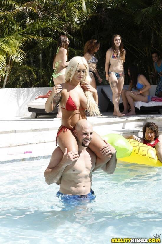 RKPrime/RealityKings - Mandy Muse, Brandi Bae - Spring Break Beach House Party (HD/720p/919 MB)