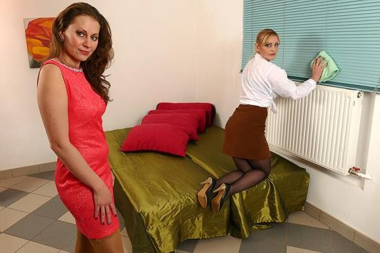 Mature.eu/Mature.nl - Audrey (37), Helga (36) - Bisexual housewives share a hard cock (FullHD/1080p/1.31 GB)