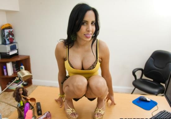 BackroomMILF/BangBros - Lacey Cruz - Lacey the sexy secretary (HD/720p/796 MB)