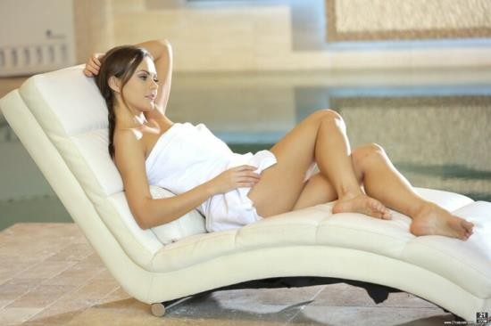 21FootArt/21Naturals - Tina Kay - Toes In The Hot-Tub (FullHD/1080p/1.22 GB)