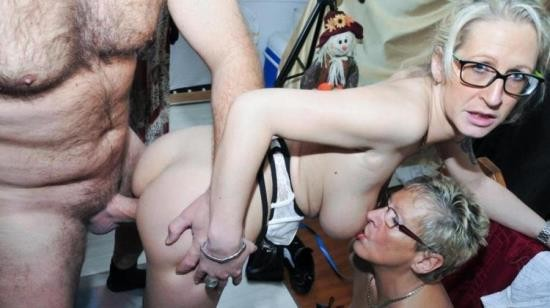 XXXOmas/PornDoePremium - Jana L., Angelika J. - Cum on tits for mature German blondes in steamy amateur FFM threesome (HD/720p/496 MB)
