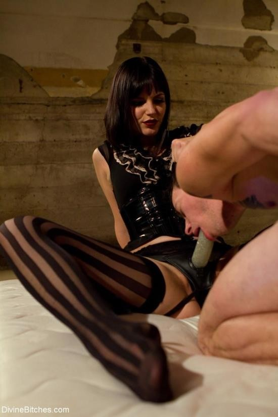 Kink/DivineBitches - Bobbi Starr, Jessie Sparkles - Breaking The Boy: Episode 1 (HD/720p/794 MB)