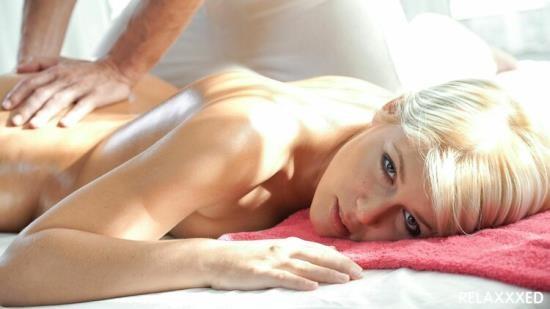 Relaxxxed/PornDoePremium - Sweet Cat aka Sandra H - Hot Czech blondie Sweet Cat enjoys erotic massage and sensual fuck (FullHD/1080p/1.64 GB)