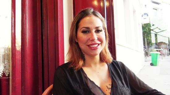 JacquieEtMichelTV/Indecentes-Voisines - Heidi - Heidi, 27ans, a des envies de blacks (FullHD/1080p/1.11 GB)