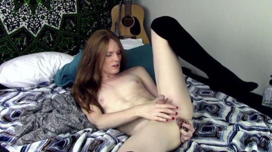 AmateurPorn - TS Girl - Anal play with my large butt plug (FullHD/1080p/1.83 GB)