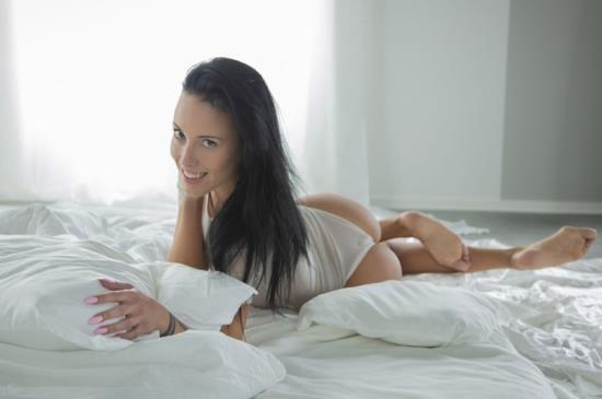 SexArt - Lexi Layo, Dorian Del Isla - Like A Dream (HD/720p/737 MB)