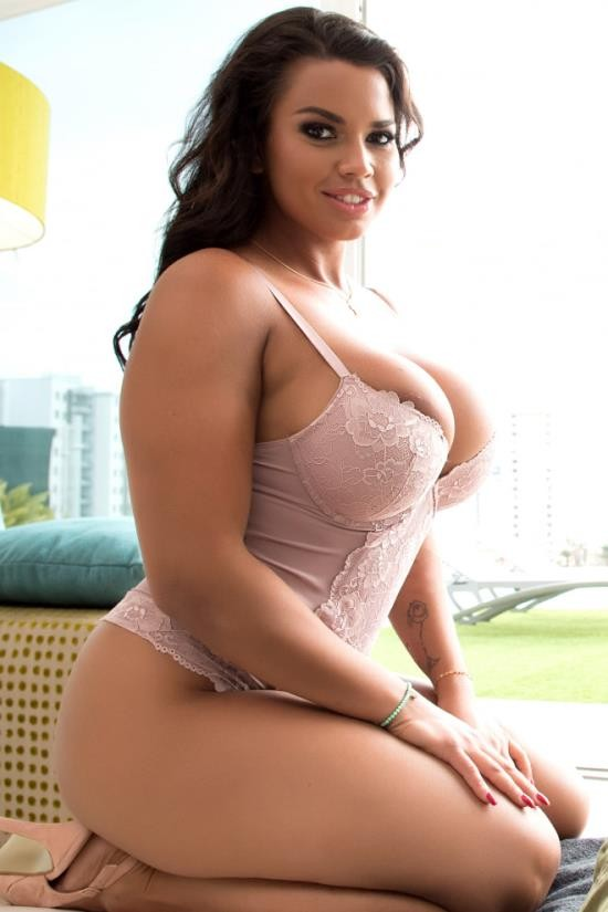 Only3xVR - Chloe Lamour - Curvy Chloe Amour Wants Your Dick Into Her Pussy (UltraHD 2K/2048p/4.39 GB)