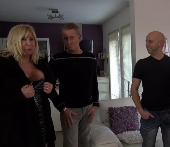 JacquieetMichelTV/Indecentes-Voisines - Emmanuelle - Le gang-bang d'Emmanuelle! (FullHD/1080p/3.06 GB)