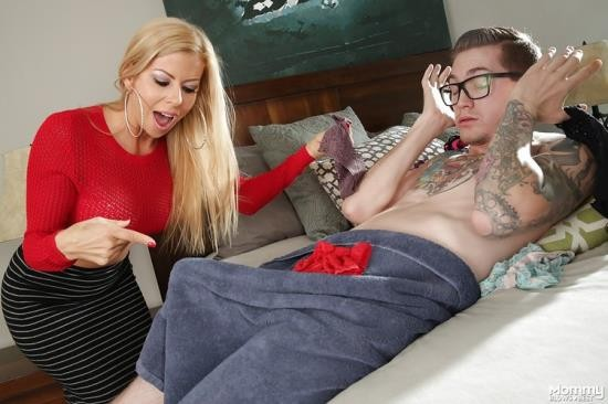 MommyBlowsBest/MyXXXPass - Alexis Fawx - Caught Sniffing Her Panties (HD/720p/745 MB)