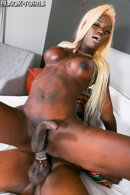 Grooby/Black-TGirls - Skinny But Plenty and the black one - Skinny But Plenty Enjoys Hard Fucking! (HD/720p/1.07 GB)