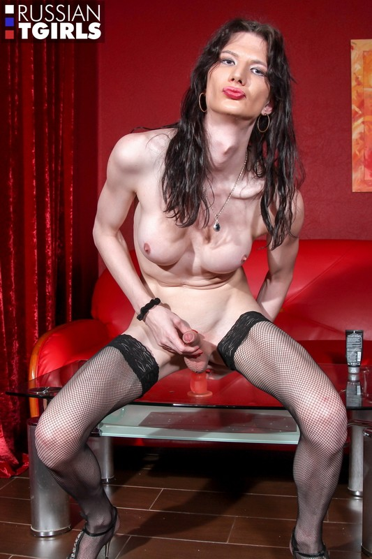 RussianTGirls - Elvira - Elvira Strips Like A Pro! (FullHD/1080p/1001 MB)